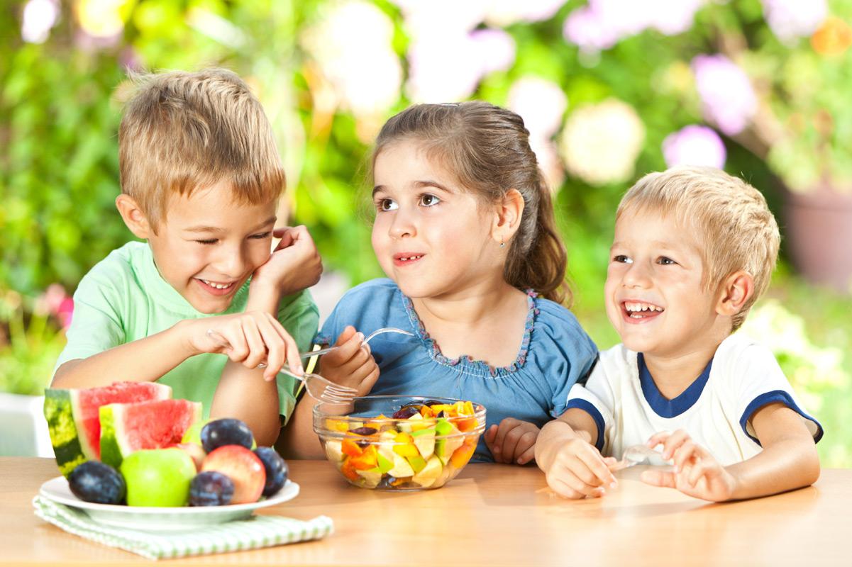 Chế độ ăn uống kiểm soát cân nặng cho trẻ nhỏ