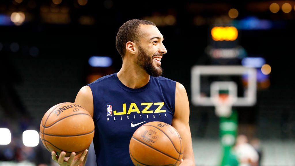 người chơi bóng rổ