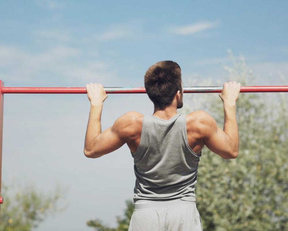 Hít xà đơn giúp bạn vận động các cơ một cách hiệu quả
