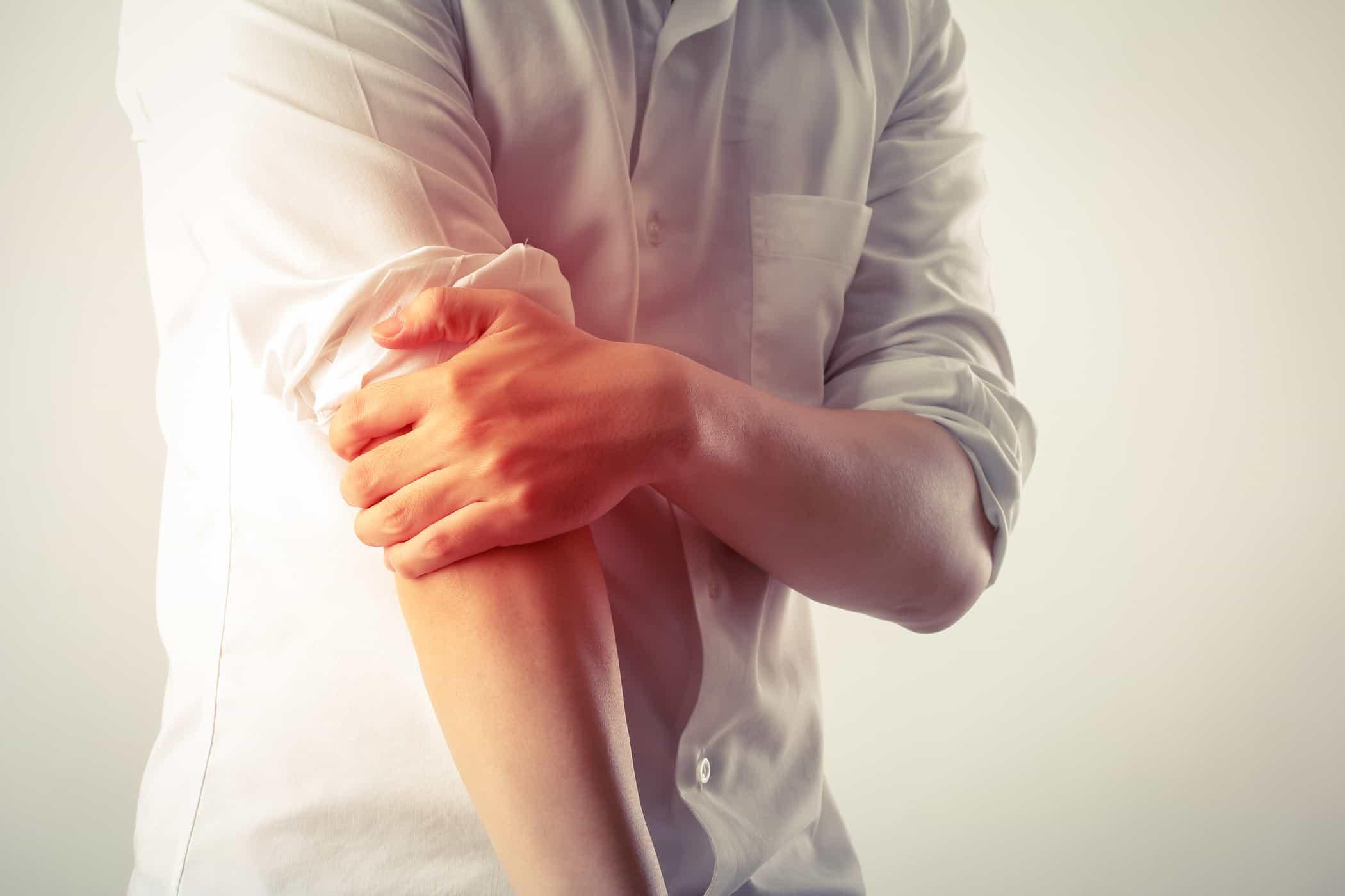 căng cơ là một triệu chứng thường gặp